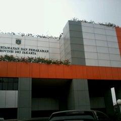 Photo taken at Dinas Pertamanan dan Pemakaman Provinsi DKI Jakarta by Taufiq O. on 7/18/2012