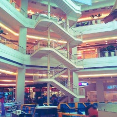 Photo taken at Plaza Shopping by Ronaldo C. on 7/22/2012