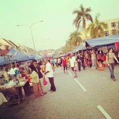 Photo taken at Pasar Malam TTDI by Ernie X. on 9/2/2012