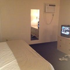 Photo taken at Elvis Presley's Heartbreak Hotel by Hector B. on 4/24/2012