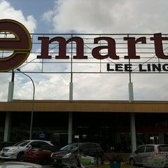 Photo taken at E-Mart by shtay2u on 12/25/2010