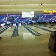 Photo taken at Fountain Bowl by Lacey S. on 11/20/2011