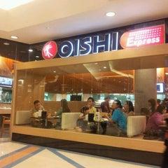 Photo taken at Oishi Buffet (โออิชิ บุฟเฟ่ต์) by JeeJee B. on 1/21/2012