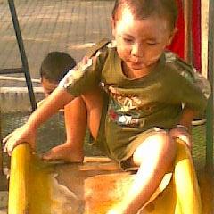 Photo taken at Omega Tiga Shop (kakap merah & bandeng tanpa duri) by Achmad S. on 12/15/2011
