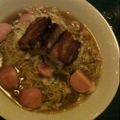 Photo taken at Hung Ry by Miye M. on 12/14/2011