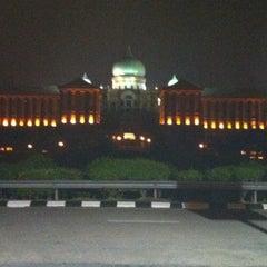 Photo taken at Kompleks Jabatan Perdana Menteri by Sharulkhairi S. on 9/4/2011