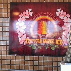 Photo taken at Tropical Shave Ice by Mirko S. on 12/31/2011