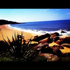 Photo taken at Praia de Laranjeiras by Fabiana J. on 4/12/2012