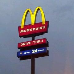 Photo taken at McDonald's by Matzis J. on 7/6/2012