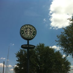 Photo taken at Starbucks by Ceci R. on 6/22/2012