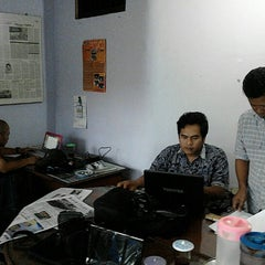 Photo taken at Kabar Priangan by Duddy R. on 9/7/2012