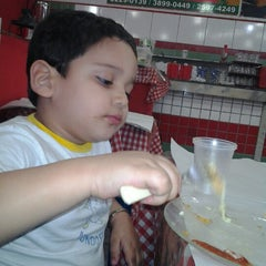 Photo taken at Pizzaria D'Carlos by Thiago C. on 8/27/2012