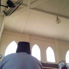 Photo taken at Masjid Baru Kg Sg Merab Luar by Muhamad Ridzuan A. on 6/22/2012