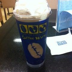 Photo taken at Coffee World (คอฟฟี่ เวิร์ล) by ✨Kam✨ S. on 4/4/2012