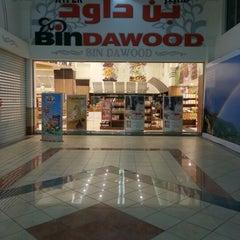 Photo taken at Hyper Bin Dawood | هايبر بن داود by Rakan D. on 6/22/2012