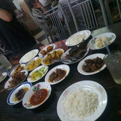 Photo taken at Restoran Hoover by Haja Maideen A. on 8/30/2012