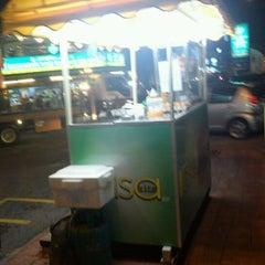 Photo taken at Rasa Kita Burger (2nd Store) by Saudagar Al-Asywan on 9/27/2011