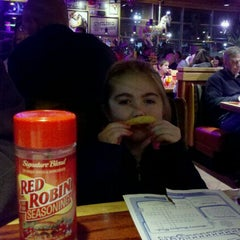 Photo taken at Red Robin Gourmet Burgers by Teri B. on 2/25/2012