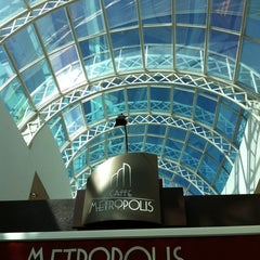Photo taken at Caffe Metropolis by Edenilso G. on 7/2/2012