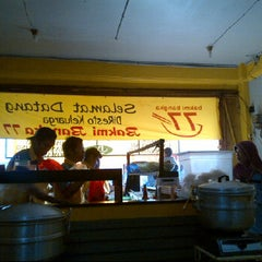 Photo taken at Bakmi Bangka 77 - Pamulang by Amos E W. on 5/13/2012
