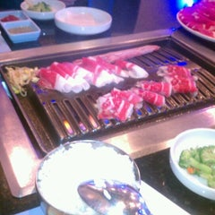 Photo taken at Goong Korean Bbq 궁 by Jorge C. on 11/15/2011