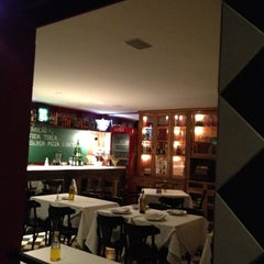 Photo taken at Vinícius Pizzaria by Emi V. on 3/13/2012