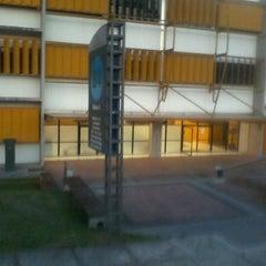 Photo taken at Bloco Amarelo (Escola de Negócios) by Rafael P. on 9/19/2011