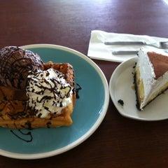 Photo taken at Coffee Next Door (กาแฟข้างบ้าน) by kittipat s. on 5/20/2012