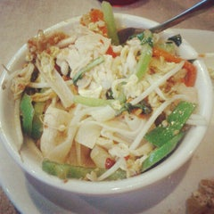 Photo taken at Lulu's Thai Noodle Shop by Jimmy M. on 6/29/2012