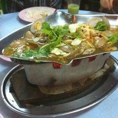 Photo taken at Khunthai Authentic Thai Restaurant by prime🔰™®© on 7/31/2011