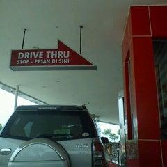 Photo taken at KFC by Abdee S. on 11/5/2011