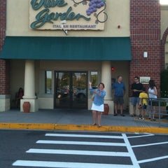 Photo taken at Olive Garden by Dian D. on 7/23/2011