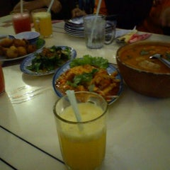 Photo taken at Restoran Man Tomyam by Zaidi M. on 12/19/2011