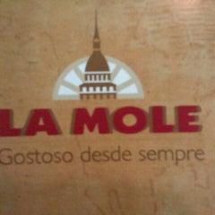 Foto tirada no(a) La Mole por Barbara L. em 7/14/2012