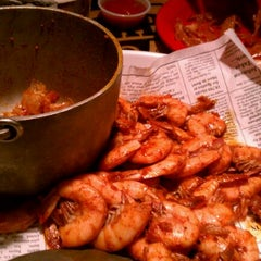 Photo taken at Bubba Gump Shrimp Co. by Jeanette M. on 11/19/2011