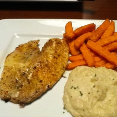 Photo taken at Ruby Tuesday by Doreen U. on 11/27/2011