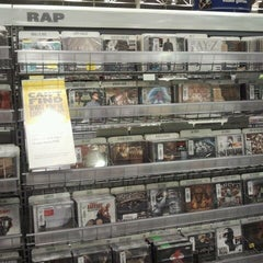 Photo taken at Best Buy by MajicBaby on 3/22/2012