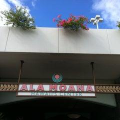 Photo taken at Ala Moana Center by Lesley K. on 8/3/2012