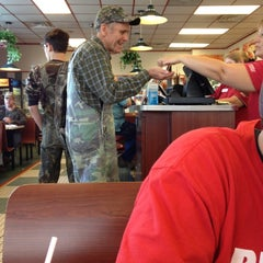 Photo taken at Huddle House by Justin M. on 10/29/2011