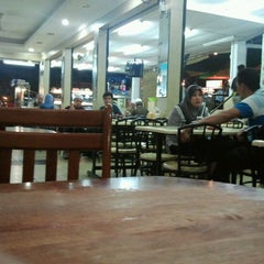 Photo taken at Restoran Choice by oly69 on 11/25/2011