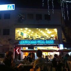 Photo taken at Restoran Uma Rani by Agatha L. on 1/27/2011