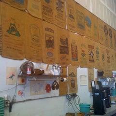 Photo taken at Maui Oma Coffee Roasters by Jennifer M. on 10/7/2011