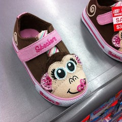 Photo taken at SKECHERS Factory Outlet by Kai  L. on 8/22/2012