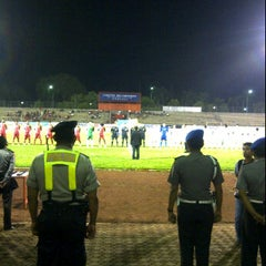 Photo taken at Stadion Mulawarman by Ned K. on 4/18/2012