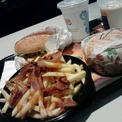 Photo taken at Burger King by Andressa C. on 5/6/2012