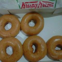 Photo taken at Krispy Kreme (คริสปี้ ครีม) by Annie A. on 8/2/2012