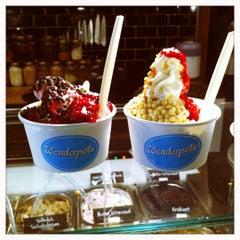 Photo taken at Wonderpots Frozen Yogurt by Pamela C. on 11/19/2011