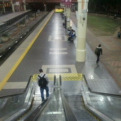 Photo taken at Perth Station by Ben Woodward's B. on 11/4/2011