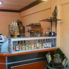 Photo taken at Coffee Blythe by Metakorn H. on 9/3/2011