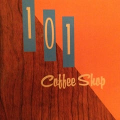 Photo taken at The 101 Coffee Shop by Stewart I. on 3/28/2012